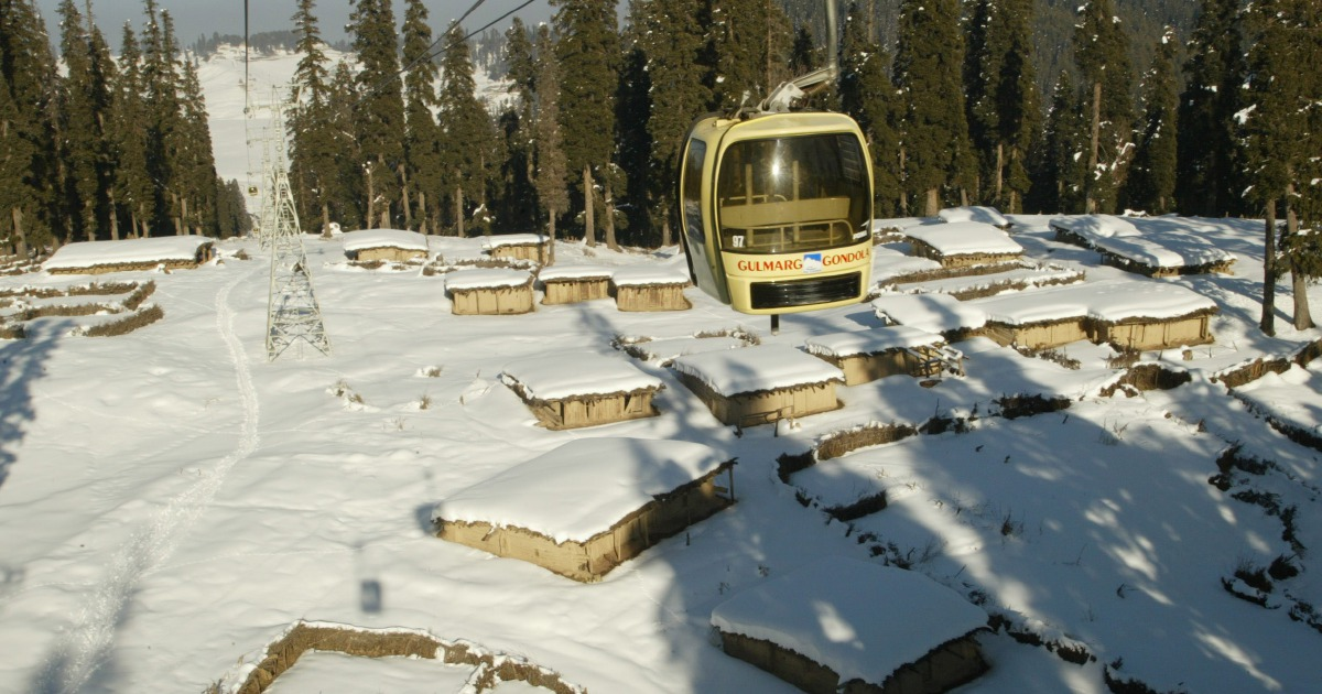Seven die in cable car crash in Indian Kashmir, 150 rescued