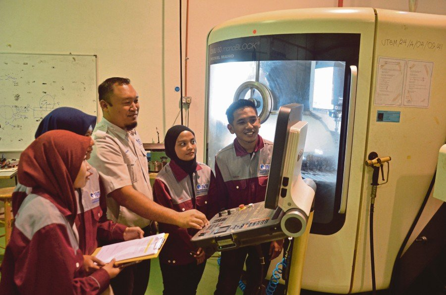 Elements related to the Fourth Industrial Revolution are introduced in UTeM's manufacturing engineering programme.