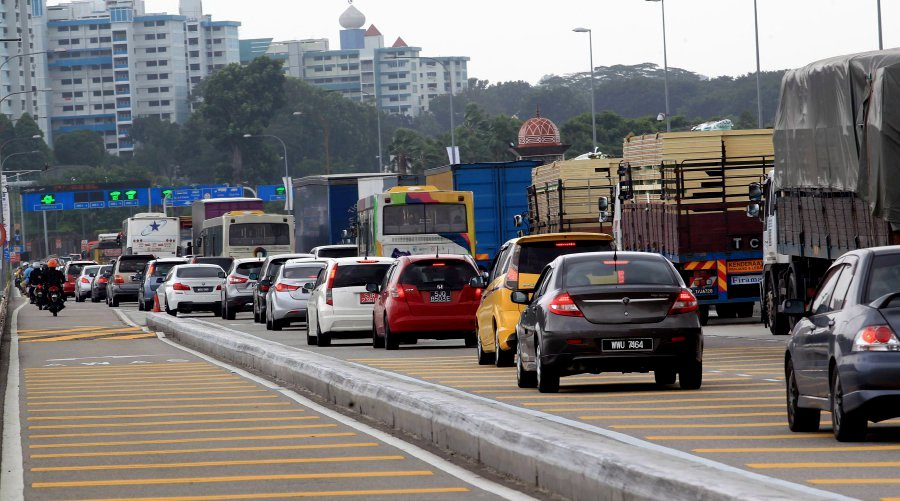 hundreds-of-malaysians-stranded-as-system-glitch-clogs-up-woodlands-tuas-checkpoints
