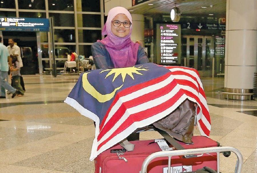 (File pix) Dr Siti Khayriyyah Mohd Hanafiah of Universiti Sains Malaysia returns home after beating 11 finalists to be the 'World's Best Science Communicator'. Pix by Khairul Azhar Ahmad