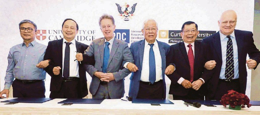 (From left) Dr Annuar Rapa'ee, Associate Professor Dr Peter Morin Nissom, Professor Christopher Robin Lowe, Datuk Seri Michael Manyin, Tan Sri Dr George Chan and Professor Jim Mienczakowski after signing the memorandum of agreement for Sarawak RDC to collaborate with CBV Sdn Bhd and University of Cambridge in Kuching recently.