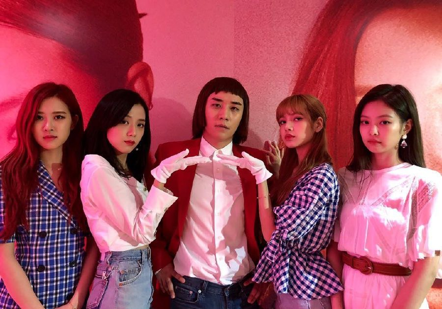 Showbiz: Fans crack up over Seungri's posing as fifth member of
