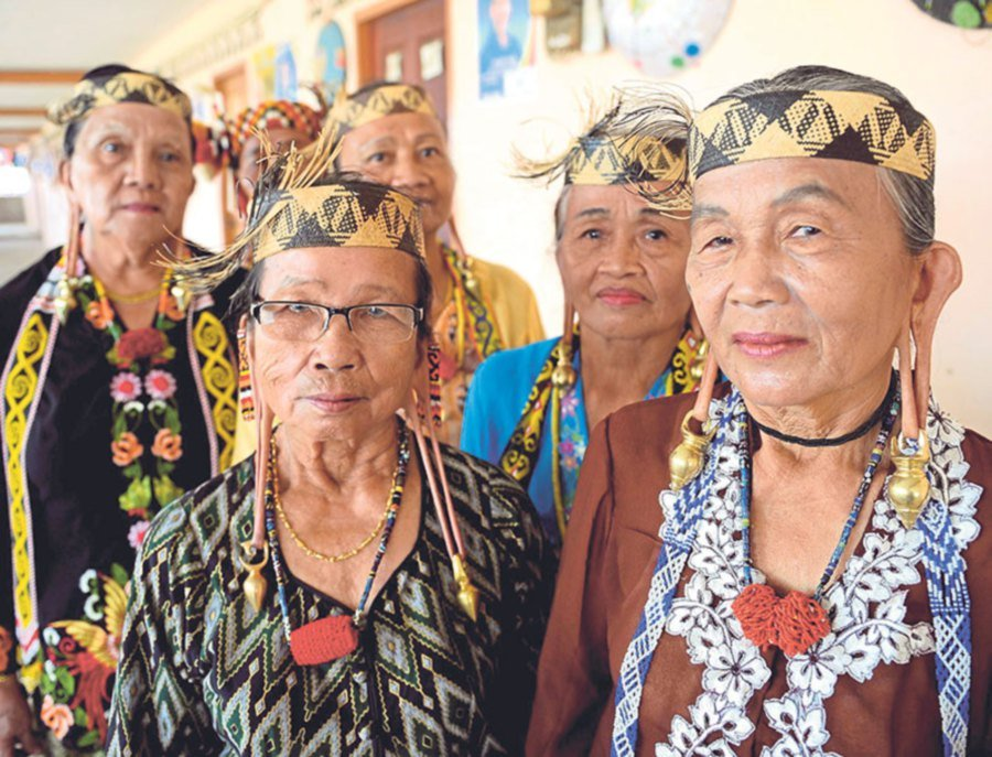 For older Kayans, both the Parap and Takna' are very important markers of identity for the little known ethnic group.