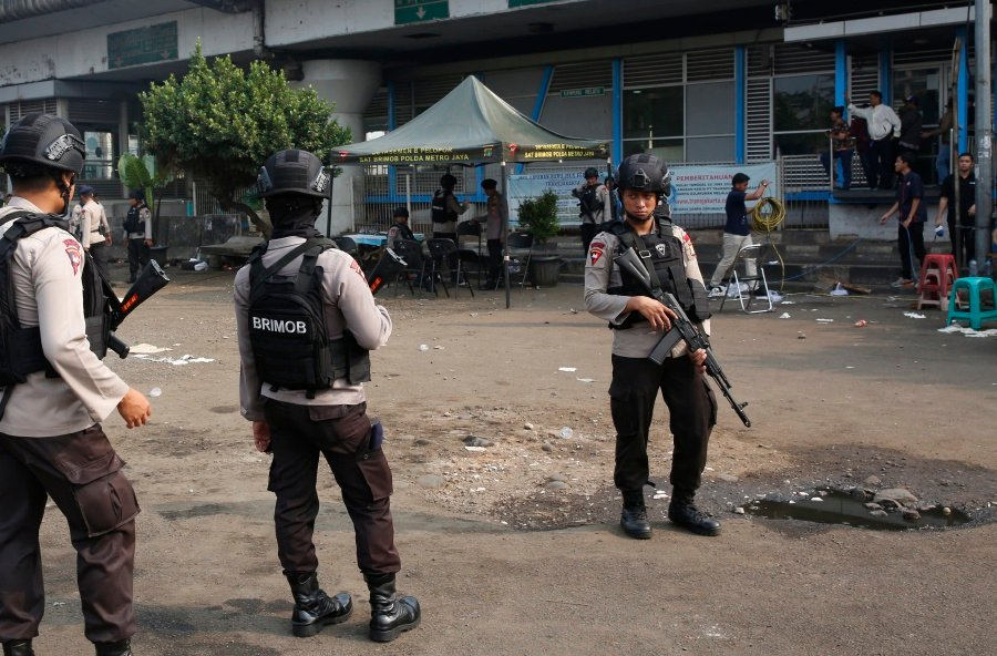 5 killed in Jakarta bombing