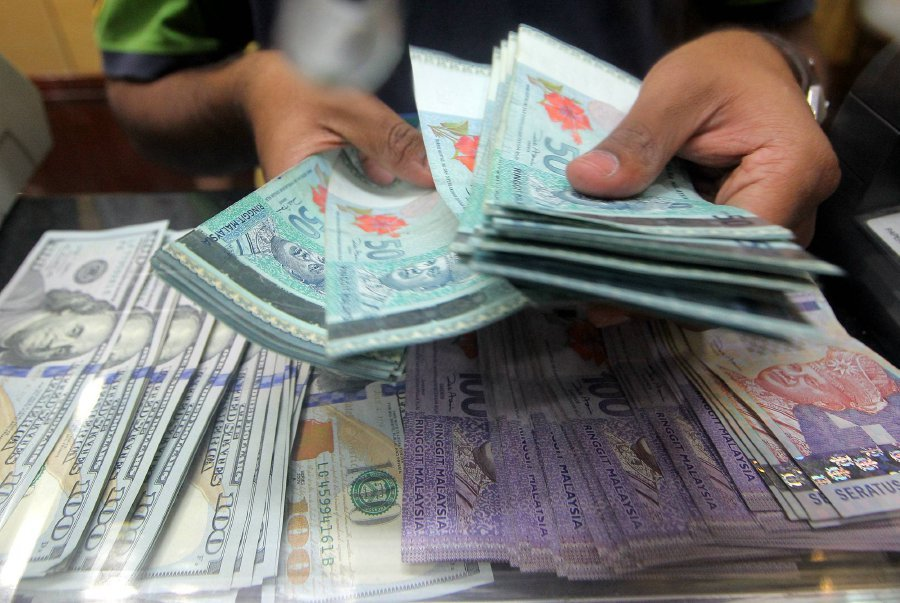 File Pix The Ringgit Continued Its Downtrend Against Us Dollar For Second Consecutive Day Of Week As Traders Were Focused Awaiting