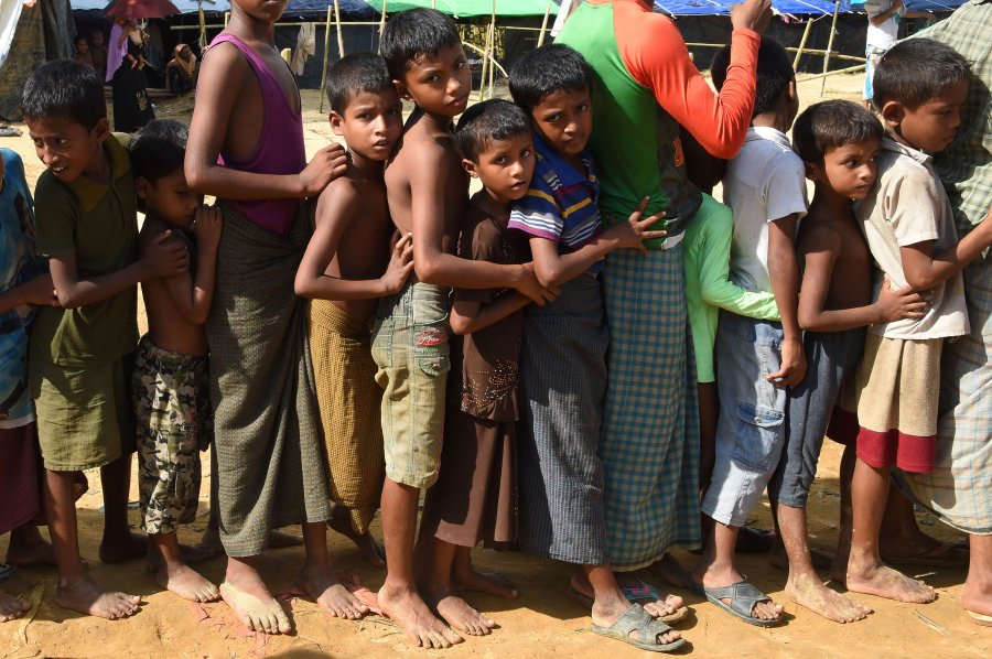 Monk-led mob attacks Rohingya refugees at United Nations compound in Sri Lanka
