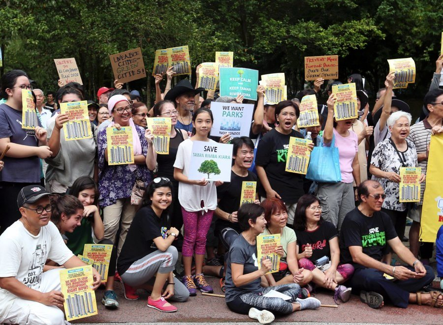 (File pix) Taman Tun Dr Ismail residents (TTDI) made a peaceful gathering of condominum-building protests and false promises of the Federal Territories Minister at Taman Rimba Kiara TTDI.