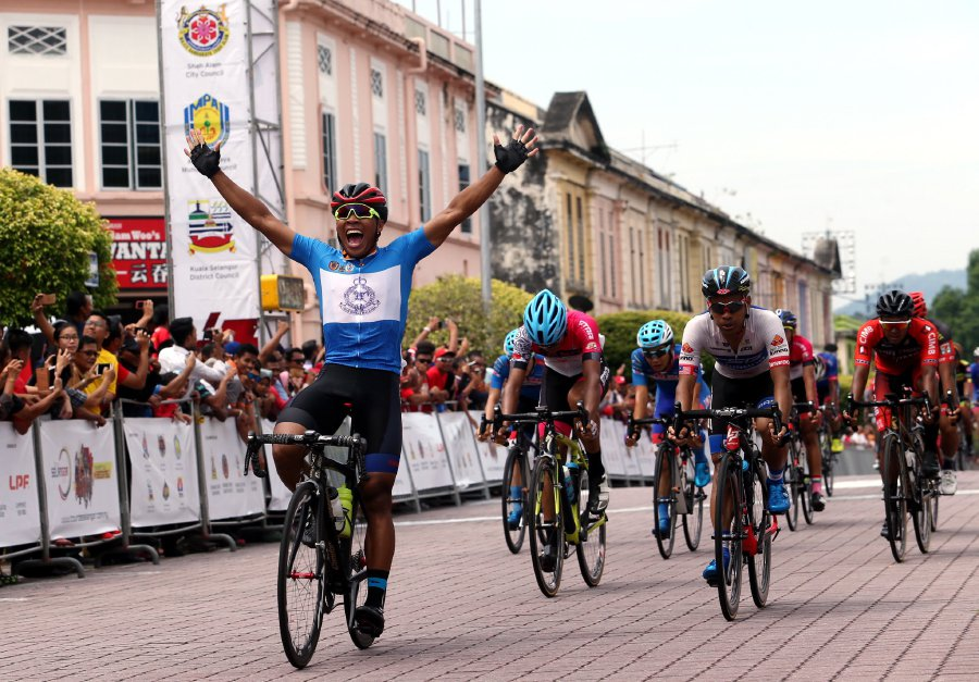 (File pix) The inaugural 2017 Tour de Selangor race has been tainted when a rider from a local team tested positive for using a banned substance. (pix by EIZAIRI SHAMSUDIN)