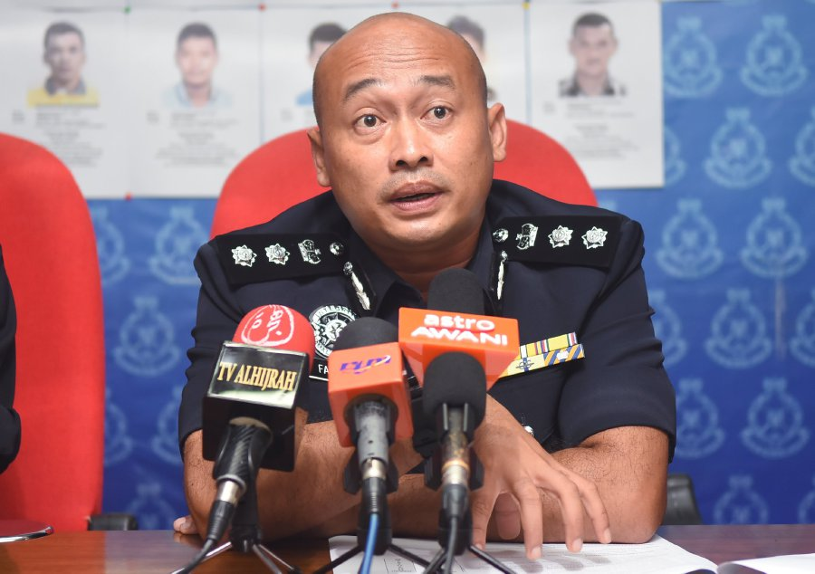 Phó giám đốc điều tra tội phạm hình sự Terengganu, ông Fazlisyam Abdul Majid tại một cuộc họp báo tổ chức tại Kuala Terengganu hôm qua.