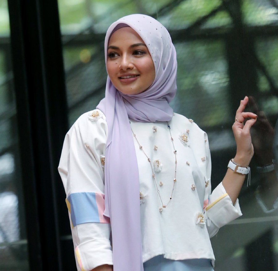 Neelofa wasn't bothered by the remarks and urged viewers to keep watching the series as the plot and characters would only get more interesting as the story progressed. Pix by Eizairi Shamsudin