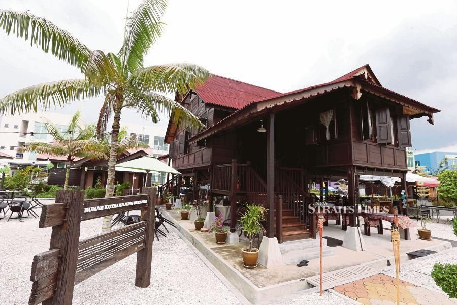 Rumah Kutai, a showcase of traditional Malay architecture, stands proudly near Bulatan Sultan Azlan Shah in Meru, Perak. The house was built in 1840, based on the Rumah Kutai owned by Tok Anjang Pelita who was a village head in Pasir Salak. -NSTP/File pic