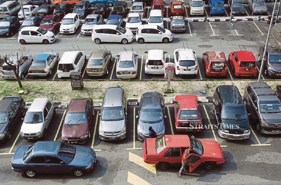 Malaysia's new vehicle sales dropped 25.73 per cent to 50,853 units in July from the 68,466 units recorded in thesame month a year ago, according to the Malaysian Automotive Association. NST file pix