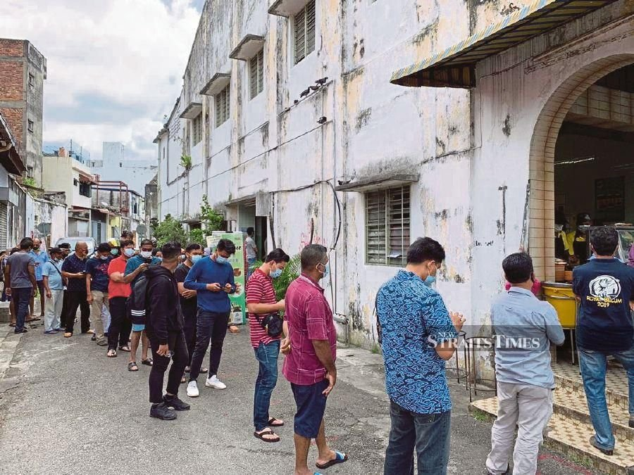 The queue for Ipoh's famous 'nasi ganja' snaking to the end of the lane on Monday afternoon. PIC BY DHESEGAAN BALA KRISHNAN