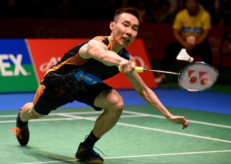 Lee Chong Wei Of Malaysia Hits A Return Against Viktor Axelsen Of Denmark During The Mens Singles Final Match At The Japan Open Badminton Championships In