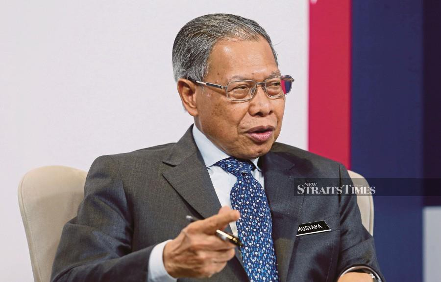 The investigation paper on Minister in the Prime Minister's Department (Economy) Datuk Seri Mustapa Mohamed's alleged standard operating procedure (SOP) violation under Phase One of the National Recovery Plan, has been submitted to deputy public prosecutor. -NSTP file pic