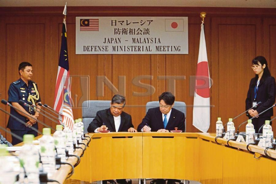 Defence Minister Mohamad Sabu (left) signing a memorandum of understanding with then Japanese defence minister Itsunori Onodera in Tokyo in September. FILE PIC