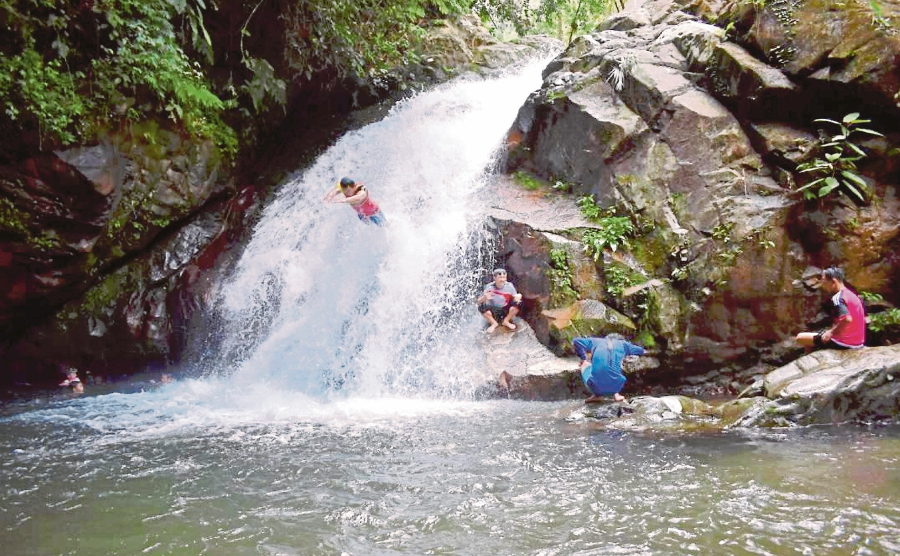 Beautiful views of rivers and majestic waterfalls support ecotourism activities.
