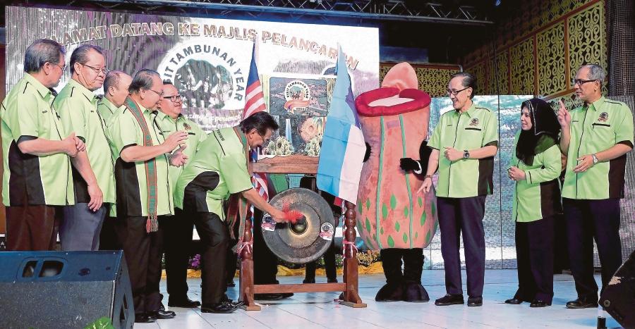 Sabah Chief Minister Tan Sri Musa Aman ( centre) officiating the launch of Visit Tambunan 2017 at Pisompuruan Square in Tambunan.