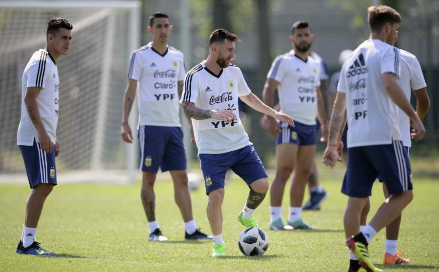 factory price c1b29 833bc Messi and Ronaldo gear up for World Cup knockout phase | New ...