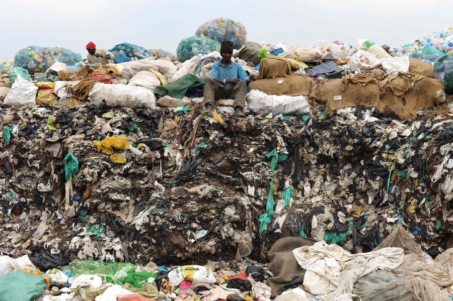 Kenya bans plastic bags to fight pollution
