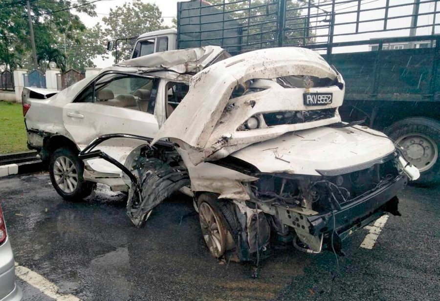 Two die in traffic accident en route to friend's birthday