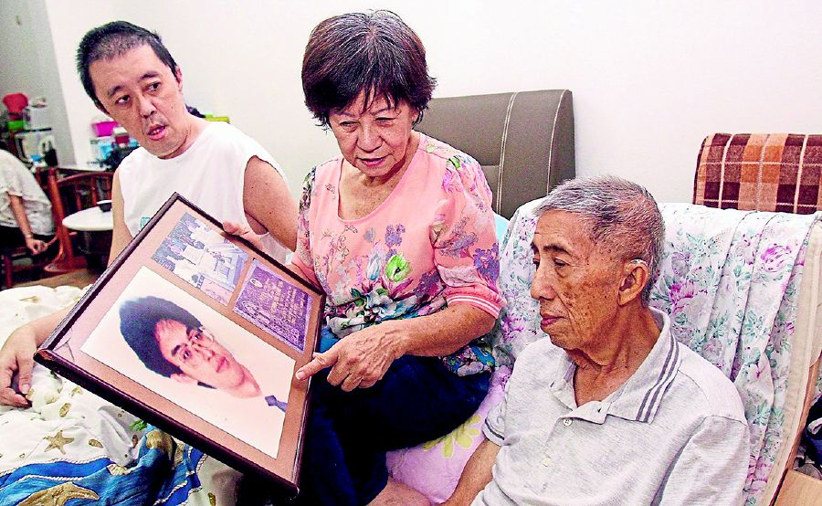 Elaine Khaw (centre) with her husband Datuk Ooi Eow Jin (right) and son Raymond Ooi.