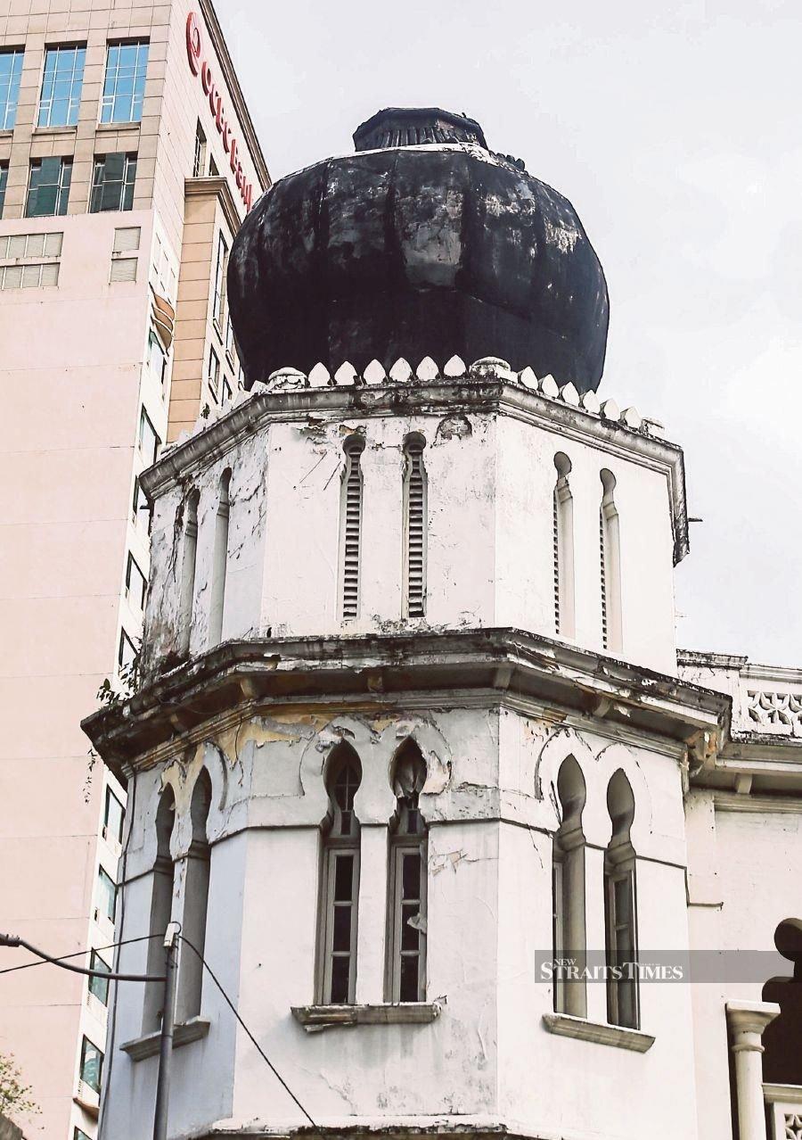This dome in Jalan Tun Perak, Kuala Lumpur is on the verge of falling off. -NSTP/Azhar Ramli
