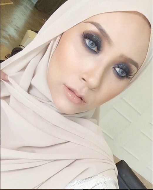4. Nuex Rosli is popular for his smokey eyes style.