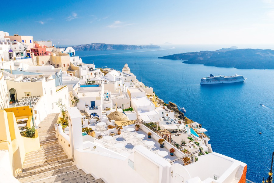 Go on a personalised trip to Santorini and Athens with www.halalholiday.com.