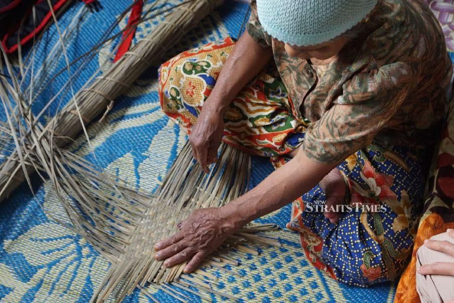 A woman weaver of the Mek Flora UMT Project. - Pic by Nur Hannah Wan
