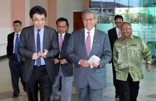 International Trade and Industry Minister Datuk Seri Mustapa Mohamed (second from right) attending an outreach programme to brief the public in Sabah on the TPP agreement. Pic by Datu Ruslan Sulai