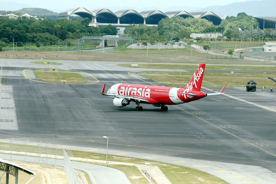 AirAsia plane at klia2.