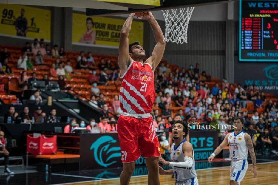 KL Dragons' Simeon Lepichev (left) scored 16 points against the Singapore Slingers in today's Asean Basketball League match. KL Dragons won 77-68 at the OCBC Arena in Singapore. PIC COURTESY OF KL DRAGONS