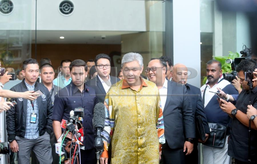 57786b6f47 Former deputy prime minister Datuk Seri Ahmad Zahid Hamidi spent more than  eight hours at the Malaysian Anti-Corruption Commission s (MACC)  headquarters