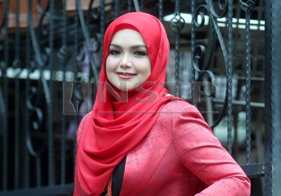 Showbiz: Siti honoured to receive Malaysia's Tourism Icon of the Year  recognition