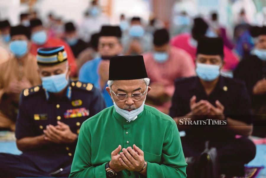Yang di-Pertuan Agong Al-Sultan Abdullah Ri'ayatuddin Al-Mustafa Billah Shah reciting prayers when attending Prayers Ceremony in Honor of His Majesty's 61st Birthday Celebration at the Sultan Ahmad Satu Mosque- Photo by BERNAMA/MOHD FAIZOL AZIZ