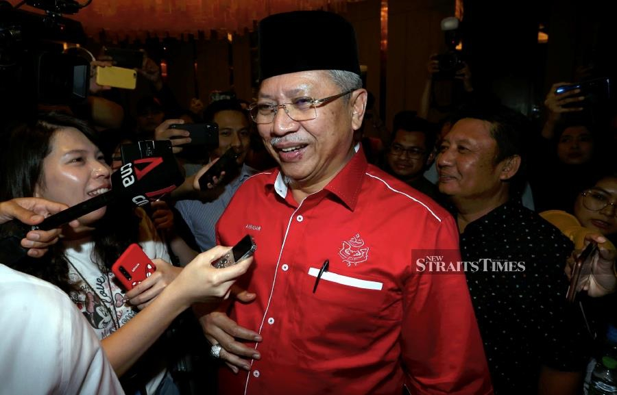 """The formation of a new government coalition is """"very likely,"""" Umno secretary-general Tan Sri Annuar Musa said. - NSTP/HAIRUL ANUAR RAHIM"""