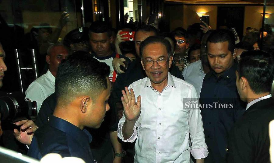 Datuk Seri Anwar Ibrahim says the PH presidential council is of the opinion that it is improper for the interim prime minister to override the King's decree, with regard to the announcement of March 2 as the date to determine which party has a distinct majority to form the government. - NSTP/SAIFULLIZAN TAMADI