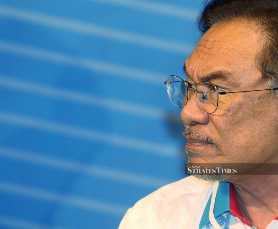 Anwar said together, they must avoid a further split and redirect the party's focus on issues affecting the people.NSTP/RASUL AZLI SAMAD