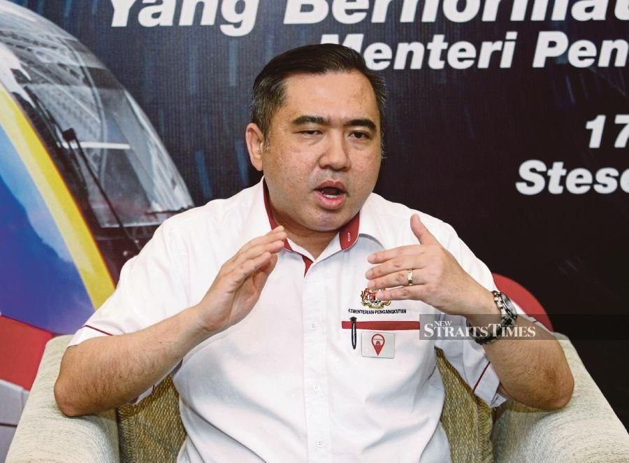 """""""If by 30 September 2019, Malaysia does not proceed with the RTS (Rapid Transit System) Link project, Malaysia will also bear the agreed costs incurred by Singapore,"""" Khaw Boon Wan and Anthony Loke (pic) said in a joint statement. Pic by NSTP/EIZAIRI SHAMSUDIN"""