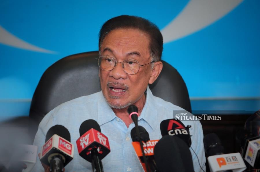Pakatan Harapan (PH) de facto leader Datuk Seri Anwar Ibrahim is proposing that the government allow Sales and Services Tax (SST) exemptions for all sectors until June 2020 in light of the Covid-19 outbreak. - NSTP/ASWADI ALIAS