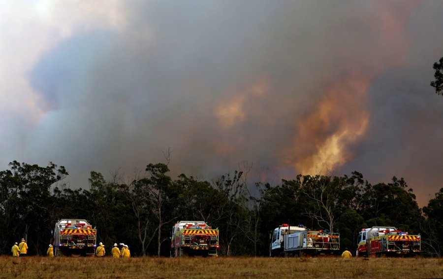Millions facing 'catastrophic' fire danger as Australian bushfires rage on