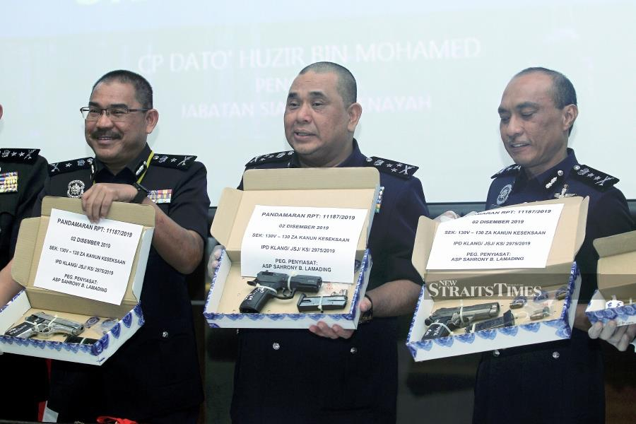 Two of the three guns were believed to have been used to commit at least three crimes, including the shooting of Gani's driver. -NSTP/KHAIRUL AZHAR AHMAD.