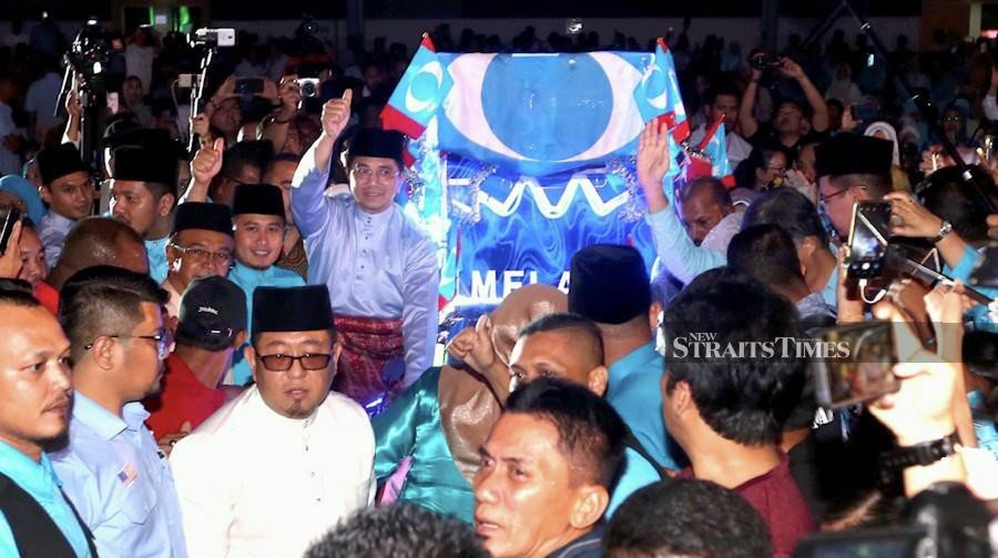 """Datuk Seri Mohamed Azmin Ali supporters also drove a point to ensure his unyielding political clout; a surprise screening of a video depicting Azmin's political struggles and successes including a """"poignant"""" moment upon relinquishing his stay as the Selangor menteri besar. NSTP/RASUL AZLI SAMAD."""