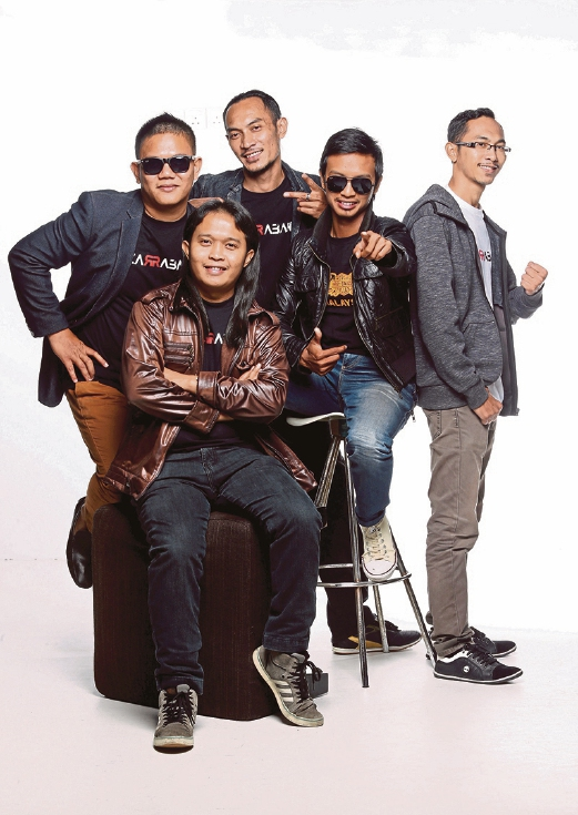Honest Lyrics And Macho Voices Of Azarraband New Straits