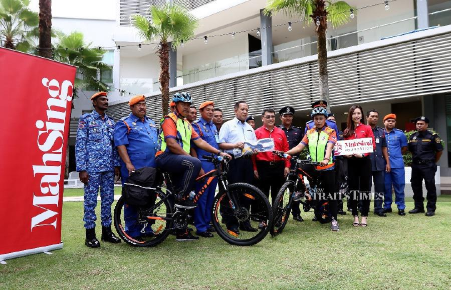 The Southwest district Civil Defence Force (APM) today received two bicycle ambulances from Mah Sing Foundation. - NST/ MIKAIL ONG