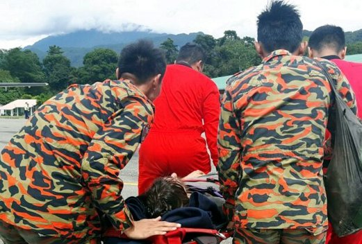 Australian tourist, Andrew Gaskell, who was reported missing in Mulu National Park on Oct 20, was found alive today and has been taken to Miri Hospital. Pix courtesy of Fire and Rescue Department