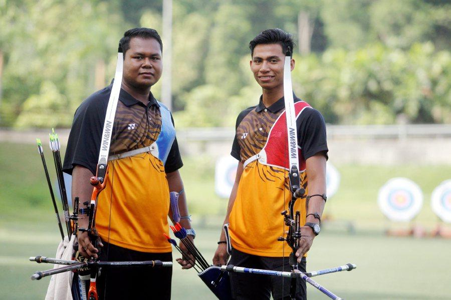 najib-congratulates-malaysia-s-men-archery-recurve-squad