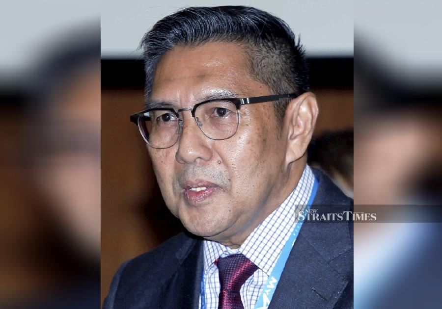 (File pic) Former Department of Civil Aviation director-general Datuk Seri Azharuddin Abd Rahman said the country turned down the offer as it was too occupied with investigation into the disappearance of flight MH370. (NSTP/SAIFULLIZAN TAMADI)