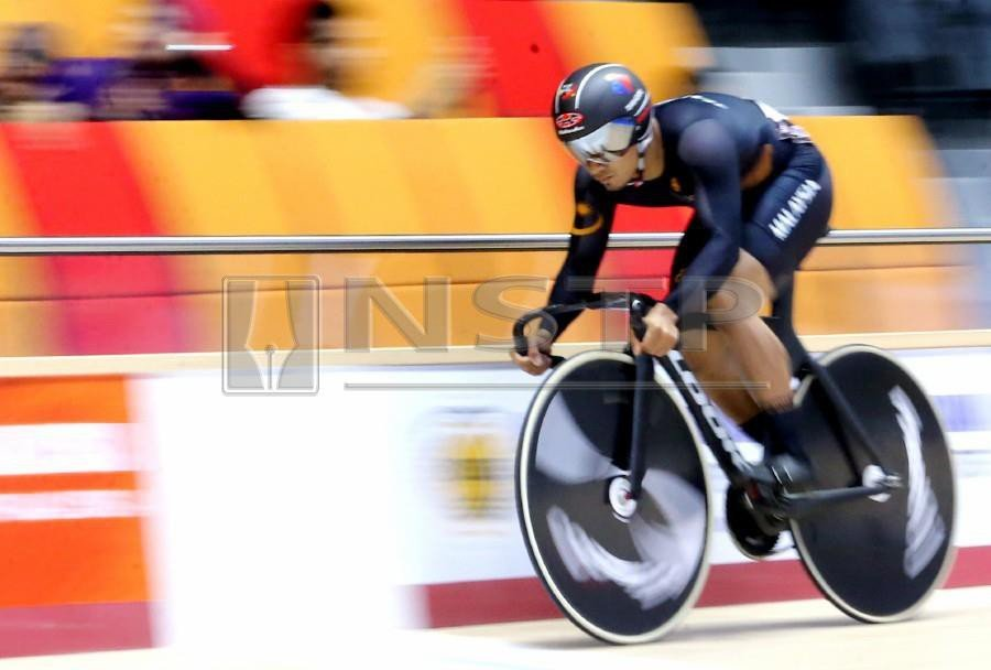 (File pix) Azizulhasni Awang has promised exciting news at the end of the Asia Track championships this weekend. NSTP/EIZAIRI SHAMSUDIN